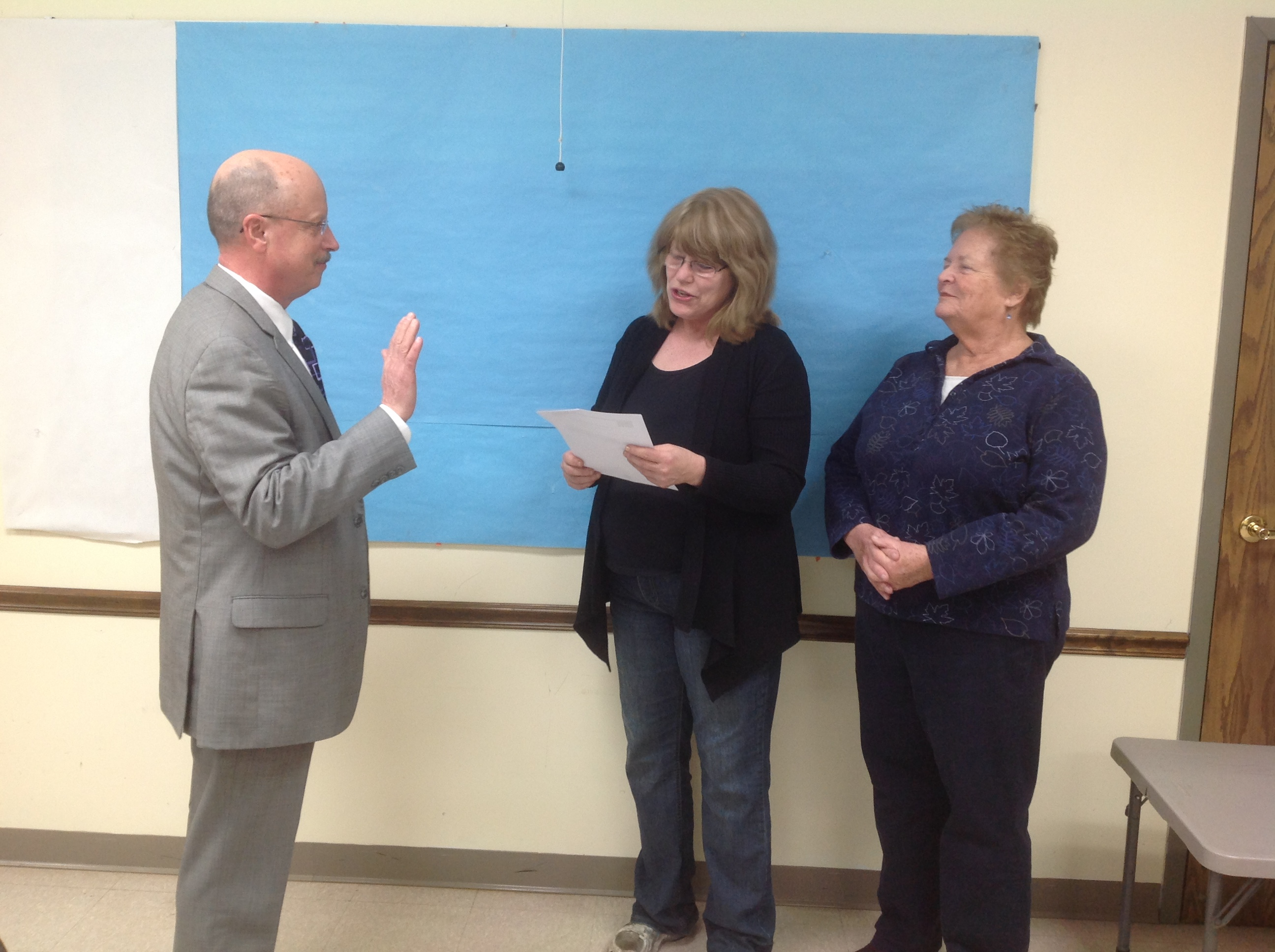 Guy Forthofer was sworn in as the newest member of the Mt. Sterling Public Library and Museum boards.  He replaces Carolyn Tadlock, who's term expired.  Rebecca Burns (center), Secretary of the Mt. Sterling Chamber of Commerce, and Pat Baynes (far right), President of the Board, perform the duties of swearing in.